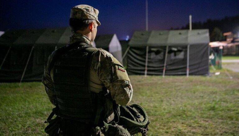 Lietuva migrantu mītņu apsargāšanā iesaistīs armiju