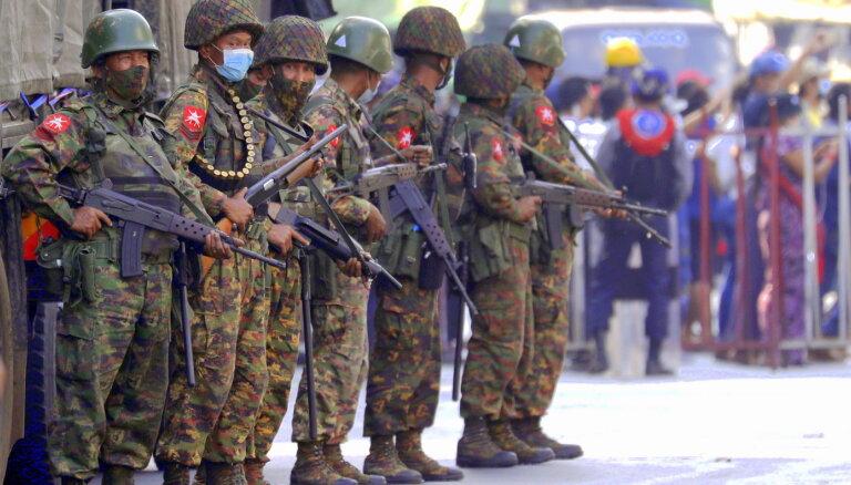 Mjanmā valdošās huntas līderis sola atbrīvot tūkstošiem ieslodzīto protestētāju