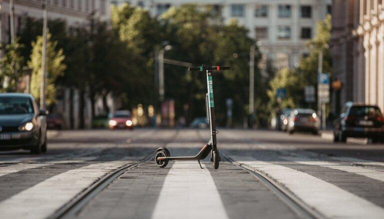 Foto: Arī 'Bolt' ienāk Rīgas elektrisko skrejriteņu tirgū