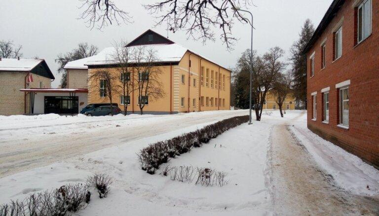 'Vai Latvija ir tikai Rīga?' – Iedzīvotājs sašutis par pasta nodaļas slēgšanu Dzelzavā