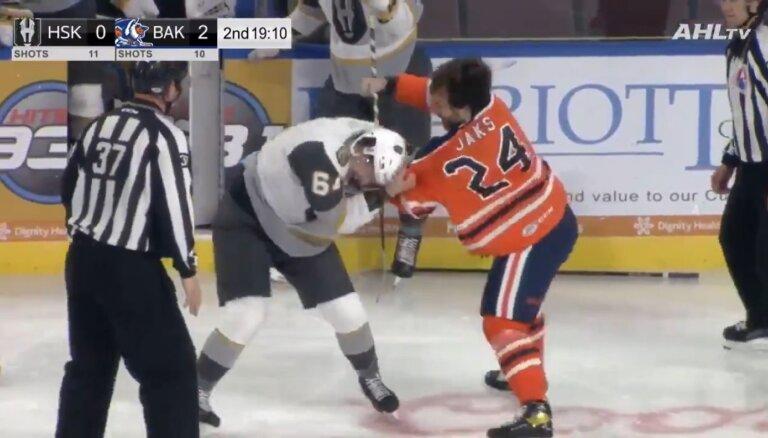Video: Jaks izkaujas AHL spēlē