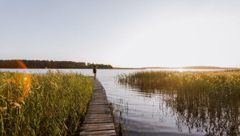 Nakts mežā: pārgājiena maršruts Usmas ezera apkaimē