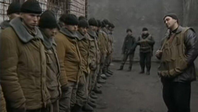 Krievijā aizliedz vēsturiskus video no Čečenijas kara