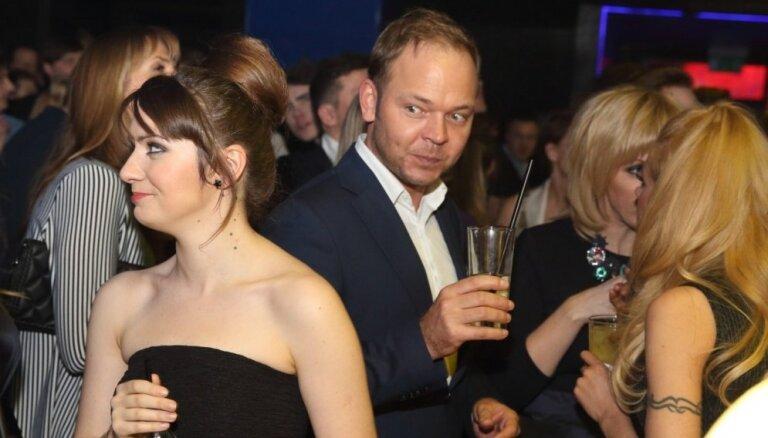 Foto: Mūziķi ālējas 'Zelta mikrofona' nakts ballītē