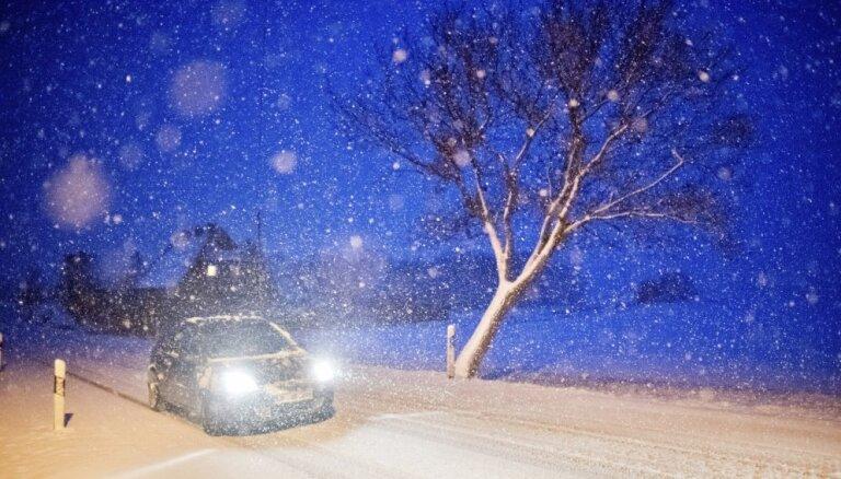 Синоптики: во вторник в Латвии ожидаются снегопады и метели
