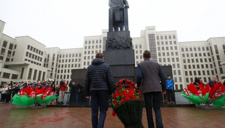 Foto: Minskā atzīmē Oktobra revolūcijas 101. gadadienu