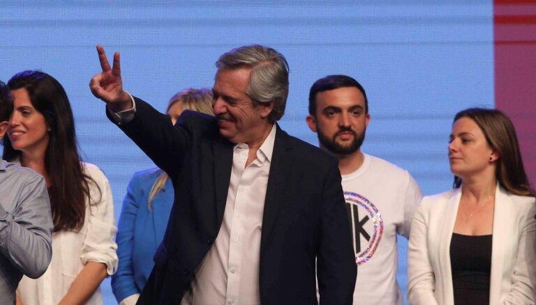 Argentīnas prezidenta vēlēšanās uzvarējis peronists Fernandess