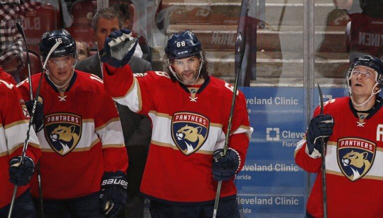 Neapstādināmais veterāns Jāgrs: vārti NHL arī 45 gadu vecumā