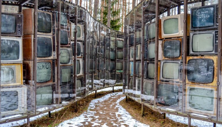 Iespaidīga televizoru kolekcija un neparastas skulptūras – savdabīgs parks Lietuvā