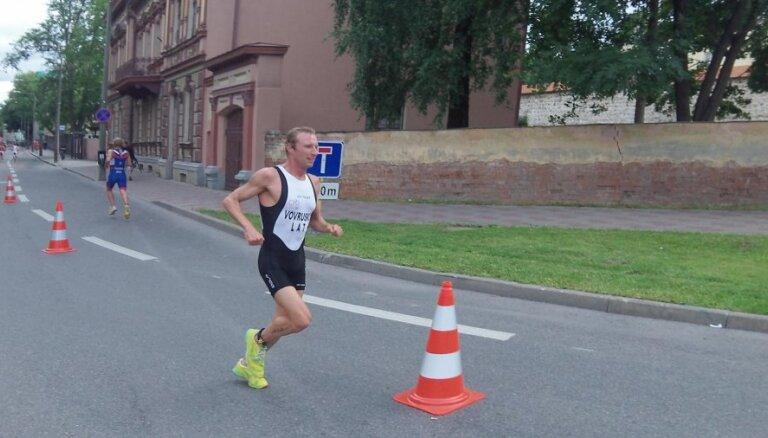 Латвийский триатлонист оказался единственным, кто уложился в два часа