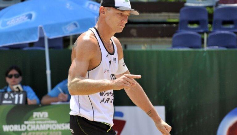 Один из лучших бич-волейболистов Латвии нашел нового партнера