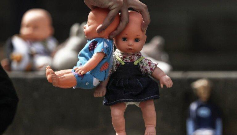 Kolumbijā apcietināts 276 bērnus izmantojis pedofils