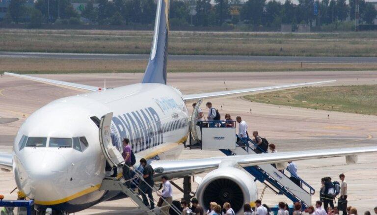 'Ryanair' arī piektdien atcēlis divus reisus starp Rīgu un Londonu