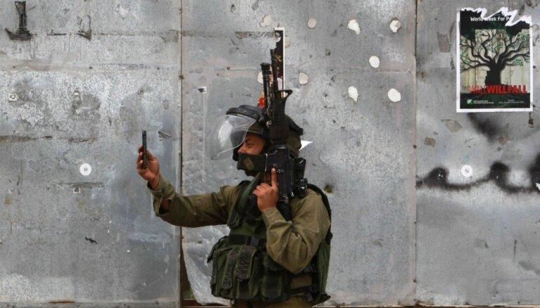 Pēc uzbrukumu viļņa Izraēlas pilsētās tiek izvietoti karavīri