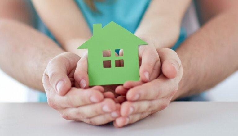 Atbildīgās institūcijas ne vienmēr rīkojas bez vecākiem palikušo bērnu labākājās interesēs