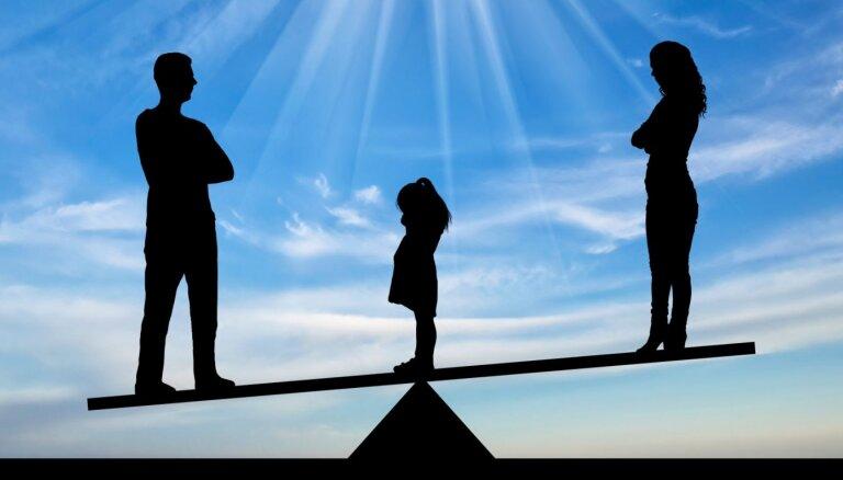 Как рассказать ребенку о разводе: 10 советов семейных психологов