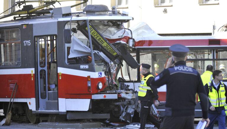 Čehijā tramvaja un trolejbusa sadursmē ievaino 40 cilvēkus