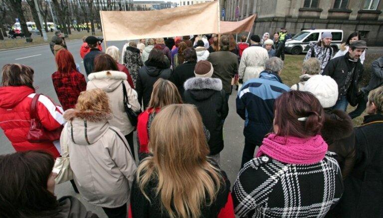 Valdība ņirgājas par pedagogiem, uzskata LIZDA un sola jaunus protestus