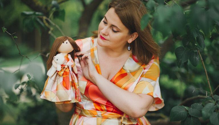 Эксклюзивный сувенир. Как рижанка Диана Вострякова создает в куклах мультяшные копии людей