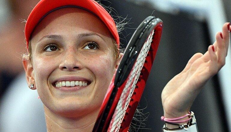 Vekiča viegli iekļūst Brisbenas WTA turnīra pusfinālā
