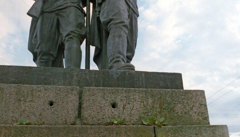 Новый мэр Вильнюса призвал снести скульптуры советских солдат