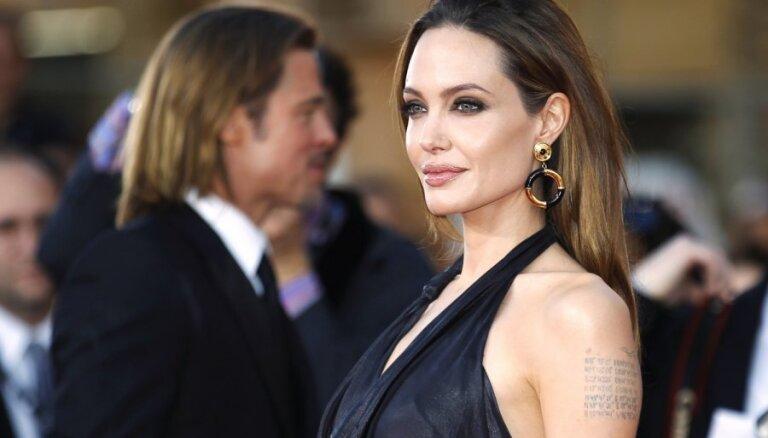 Анджелина Джоли планирует операцию по удалению яичников