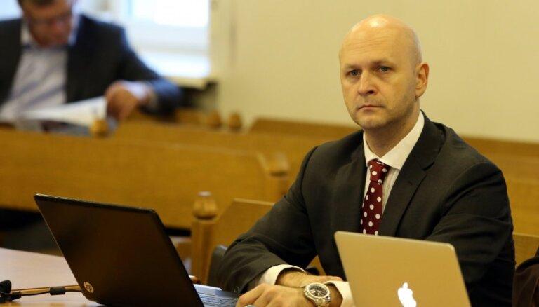 Bijušā Saeimas kancelejas šefa krimināllietu advokāts lūdz skatīt atklāti