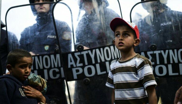 Vienošanās par Grieķijas parādsaistību sloga mazināšanu ir ļoti tuvu, sola Moskovisī