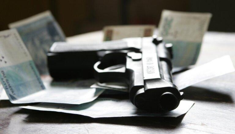 Uzturlīdzekļu parādniekiem varēs noteikt aizliegumu lietot šaujamieročus