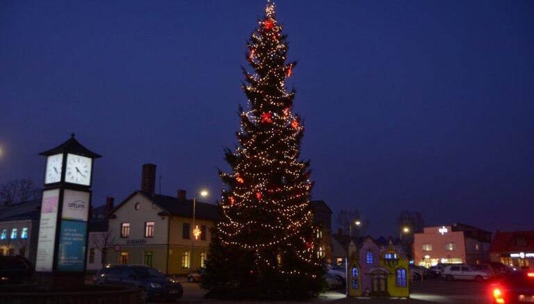 Ziemassvētku pasākumu ceļvedis: koncerti, rotaļas un dejas kopā ar Ziemassvētku vecīti Jēkabpilī