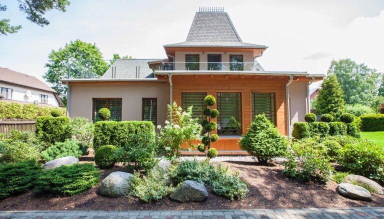 Krāšņi iekopti dārzi: ieskats Jūrmalas skaistākajos īpašumos