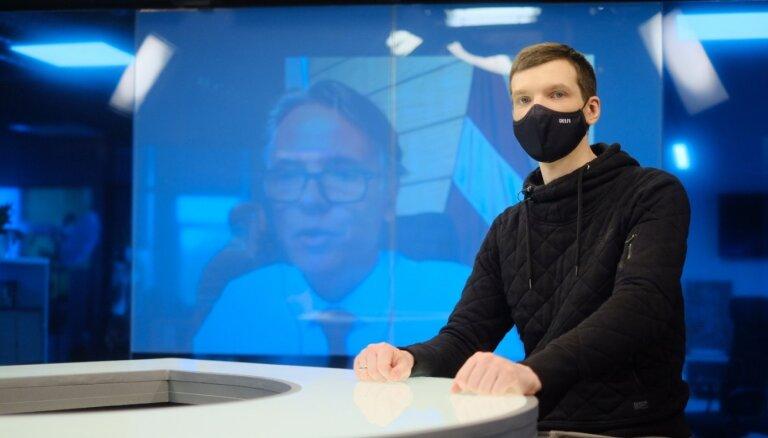'Cilvēki 50 grādu karstumā nēsā maskas un nečīkst,' vēstnieks par Covid-19 uzliesmojumu Indijā