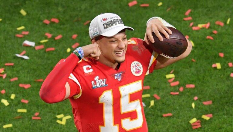 10 gadi un pusmiljards ASV dolāru – NFL noslēgts lielākais līgums profesionālajā sportā