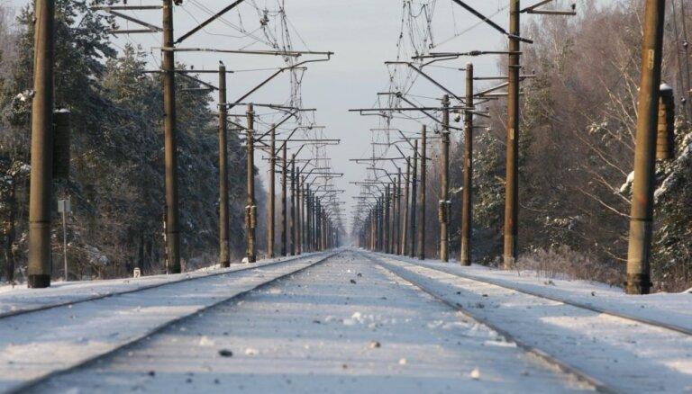 Plāno teju 18 reizes palielināt sodu par dzelzceļa sliežu šķērsošanu neatļautā vietā