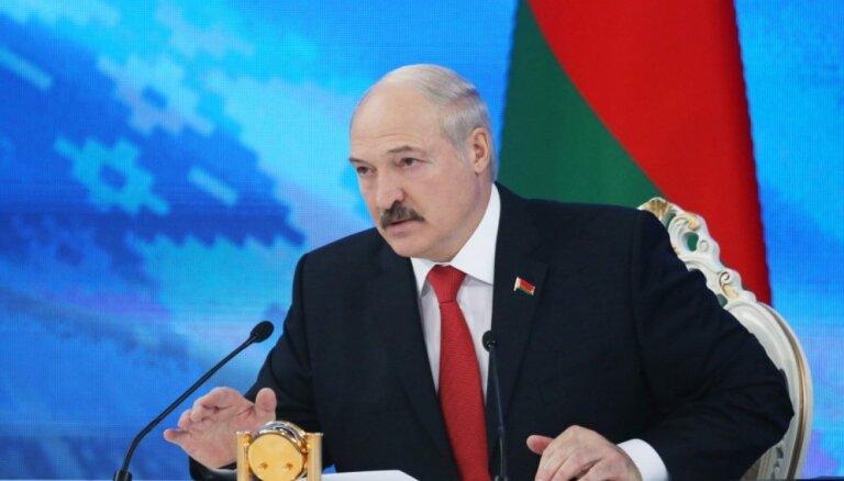 Lukašenko Baltkrievijas valdībai uzdod organizēt naftas piegādes caur Baltijas valstu ostām