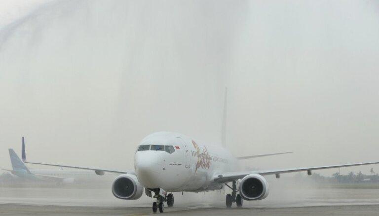 Boeing 737 совершил жeсткую посадку в Индонезии