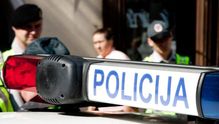 Lietuva uz Slovēniju norīkos 20 policistus, kas palīdzēs darbā ar imigrantu pieplūdumu