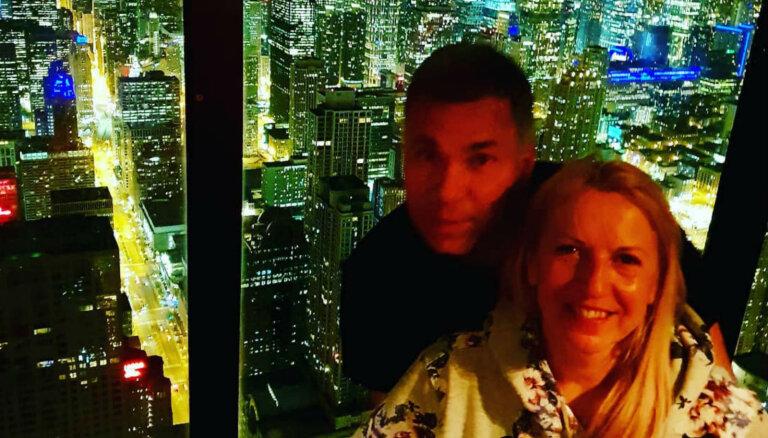 Romantiski kadri: Olga Rajecka, viņas mīļotais Ivo un naksnīgā Čikāga