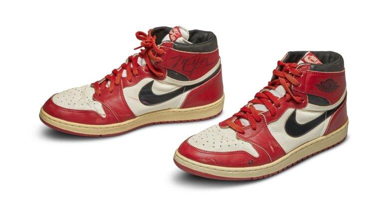 Кроссовки баскетболиста Майкла Джордана выставили на аукцион за $100 000