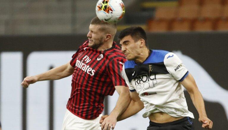 'AC Milan' iegūst punktu pret vicelīderi un turpina cīņu par Eirokausiem