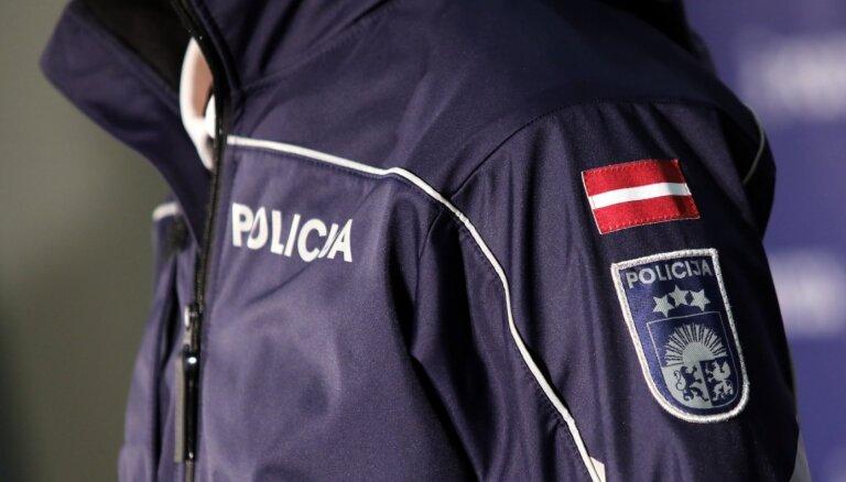 Tukuma novadā aizturēts autovadītājs ar viltotu vadītāja apliecību