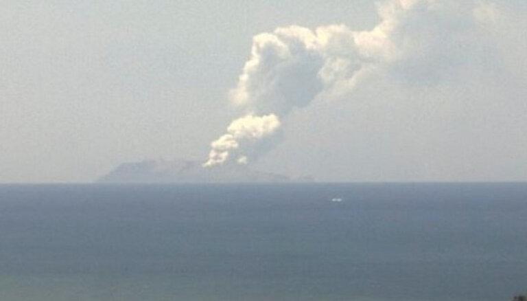 Вулкан в Новой Зеландии: попытки достать тела и опасения нового извержения