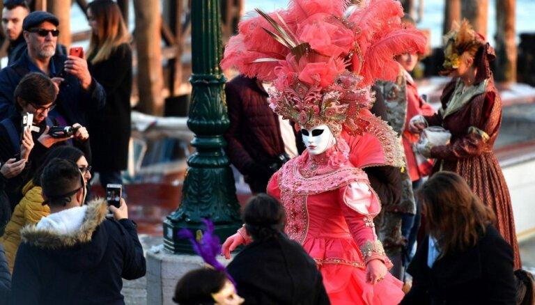Spilgti foto: Venēcijā sācies krāšņais karnevāls