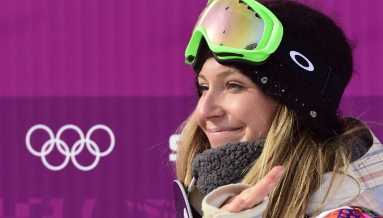 Amerikāniete Andersone kļūst par pirmo olimpisko čempioni snovborda sloupstailā