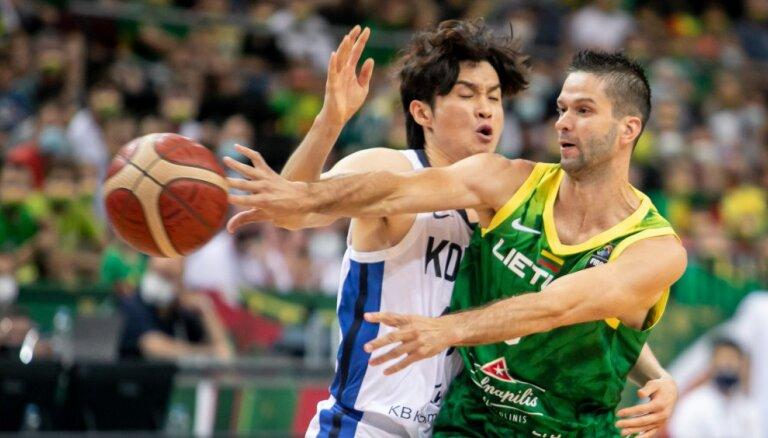 Foto: Lietuvas basketbolisti uzvar arī otrajā olimpiskā atlases turnīra spēlē