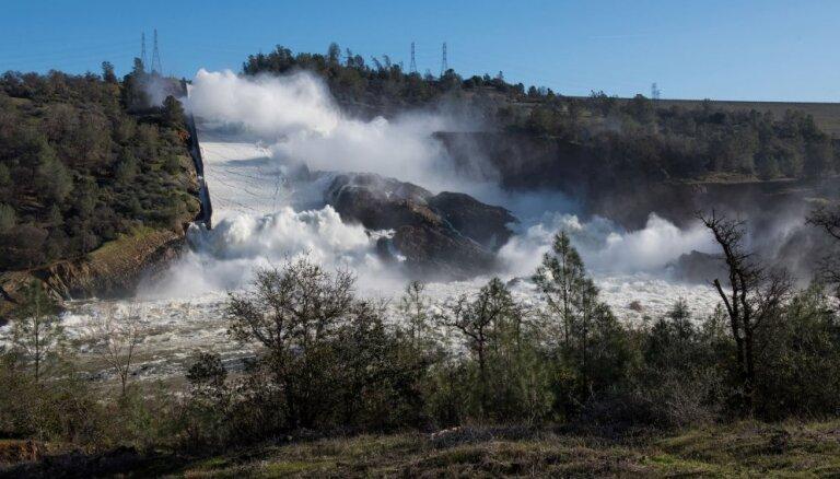 13 февраля. Латвия — лидер по налогам, Прилепин — замкомбата ДНР, Калифорнии грозит наводнение