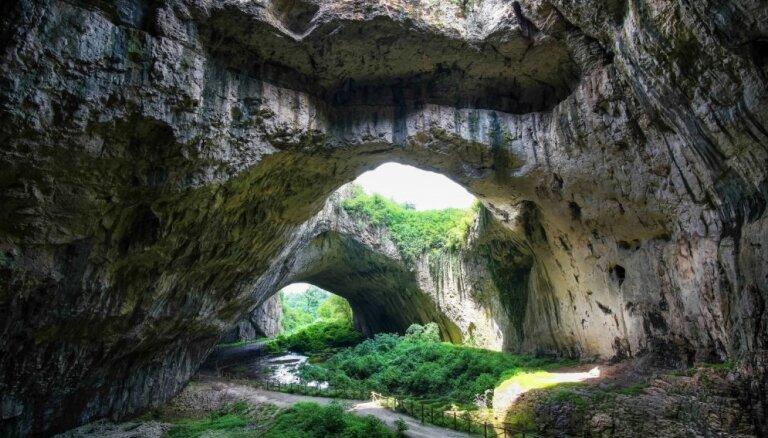 Dabas brīnums Bulgārijā – milzīgā Devetaškas ala, kur mīt tūkstošiem sikspārņu