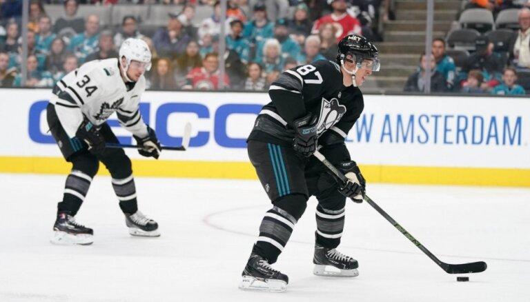 NHL Visu zvaigžņu spēlē uzvar Metropolitēna divīzijas komanda; vērtīgākais – Krosbijs