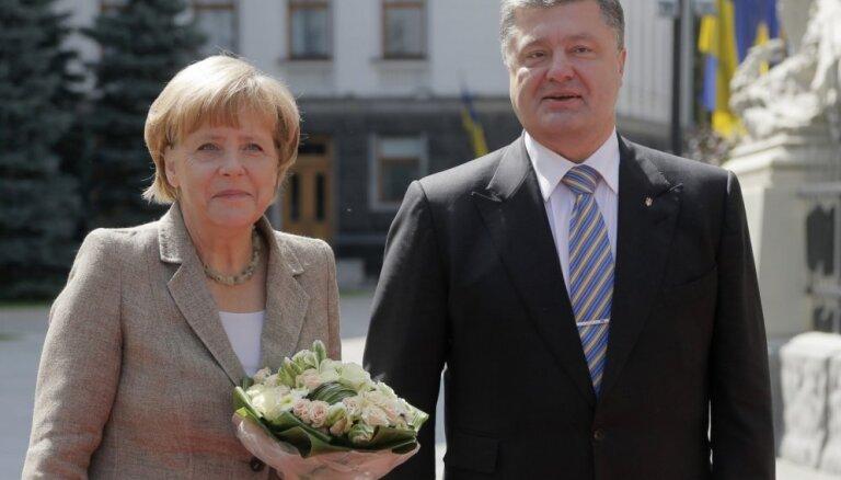 Немецкая автоколонна с гуманитарным грузом пересекла границу Украины