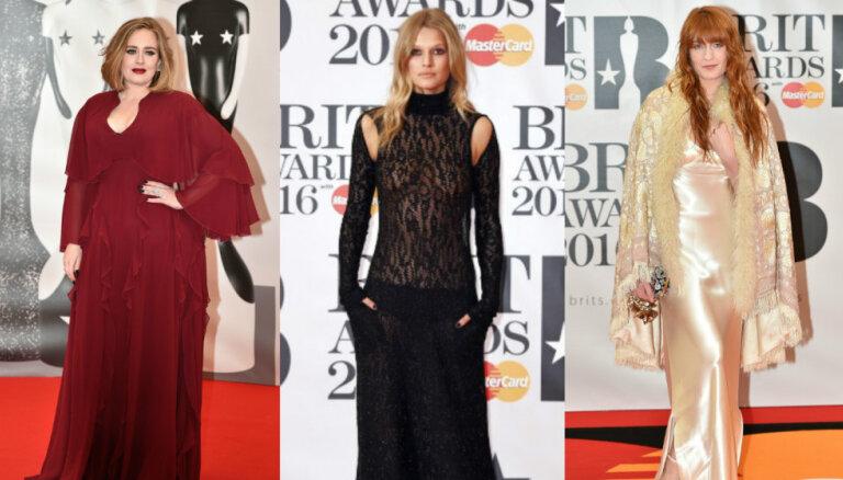 Foto: 'Brit Awards' kailākie, krāšņākie un apspriestākie tērpi